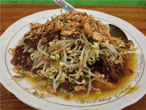 Makanan Khas Surabaya Lontong Balap
